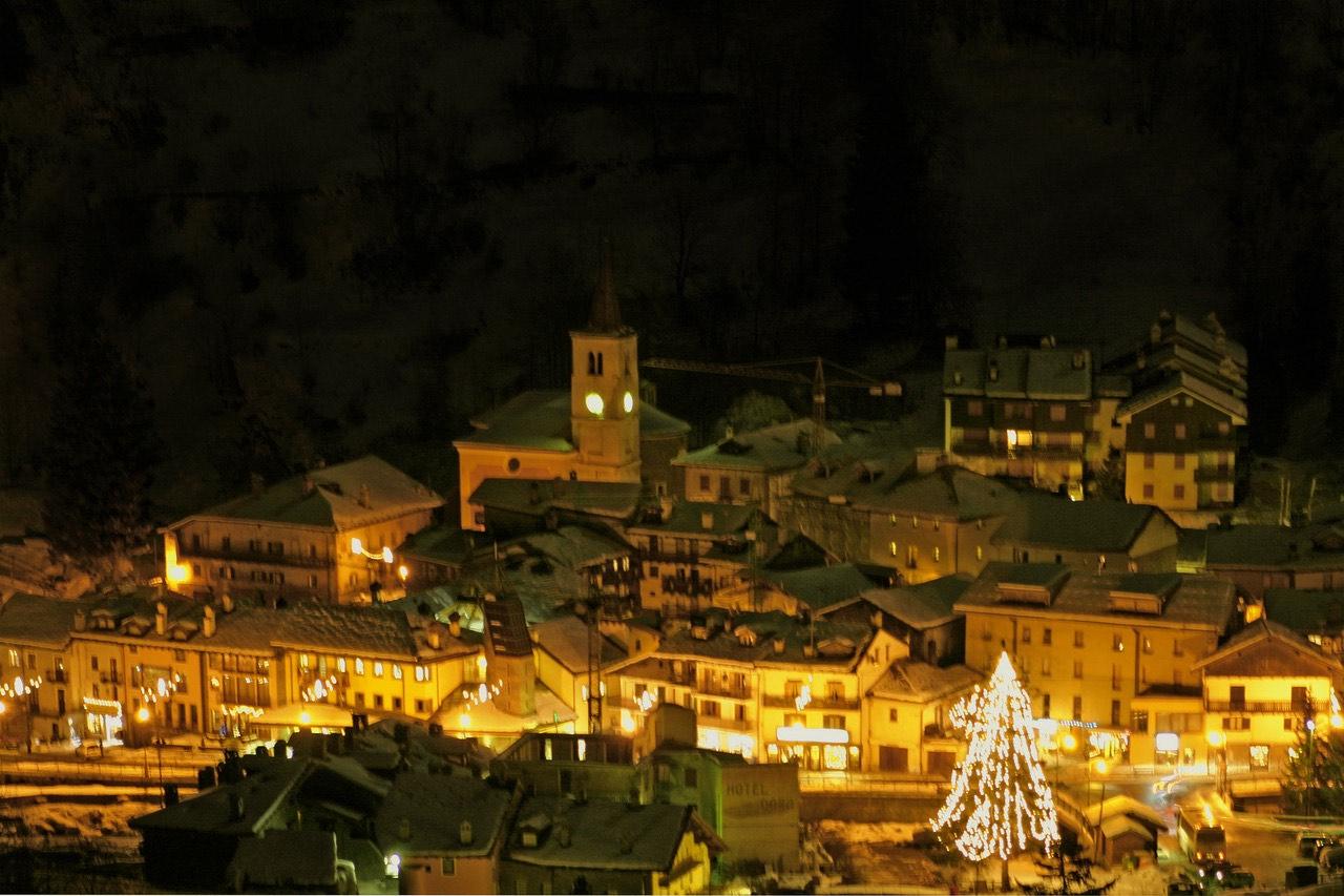 La Thuile by night
